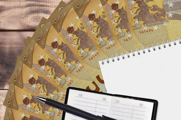 50ユーロ紙幣ファンとメモ帳、連絡帳と黒ペン
