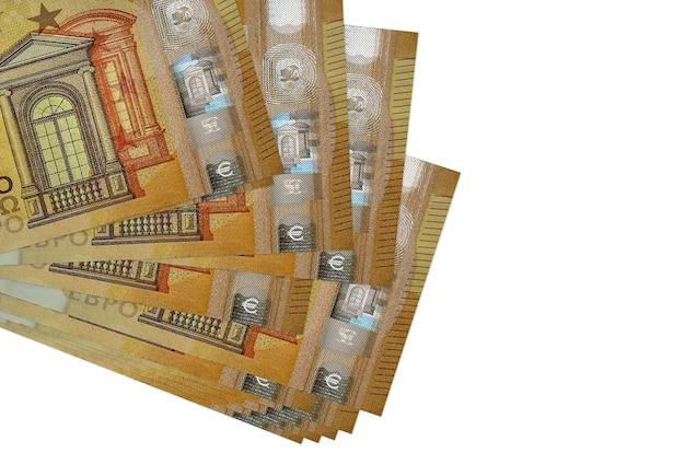 50ユーロ紙幣は、白で隔離された小さな束またはパックにあります。ビジネスと外貨両替の概念
