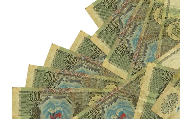 500ルーブルの請求書は白で隔離された異なる順序であります。ローカルバンキングまたは金儲けの概念。
