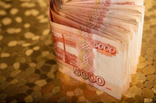 Русские деньги 5000 рублей банкнота макрофотография макрос, победа концепция россии рублевые деньги закрыть