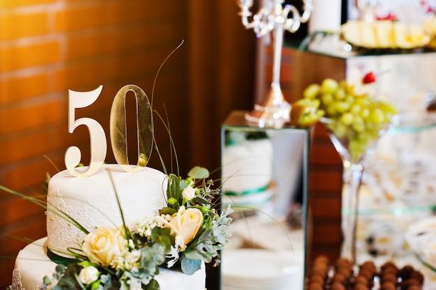 お祝いの50周年記念ケーキ
