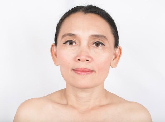 Красивое лицо 50 лет и хорошее здоровье кожи