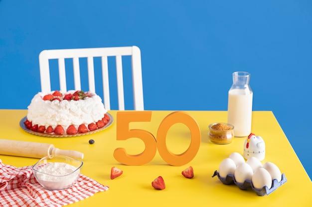 Disposizione per il 50° compleanno con ingredienti per la cottura della torta