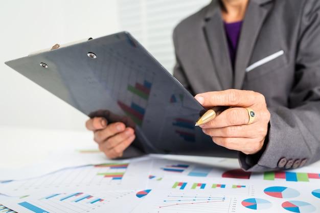 55歳の女性のビジネスの計算コスト