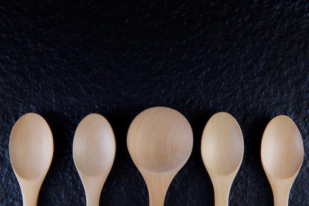 フラットレイ空の木製スプーン5個