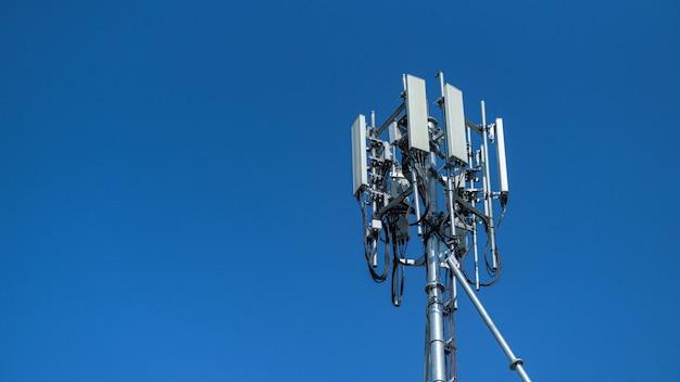 新しい5世代電話システムのアンテナ。
