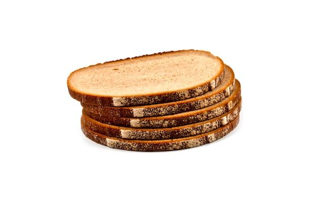 分離された5つの焼きたてのパンのスライスのスタック