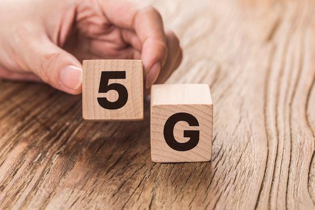 5g(第5世代)ネットワーク接続技術の将来のグローバルハンドフリップウッドキューブの変更番号4gから5g
