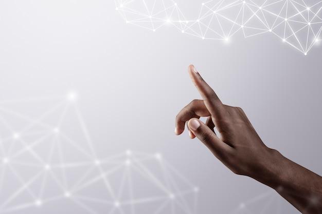 Sfondo di connessione globale 5g a portata di mano con il remix digitale della tecnologia intelligente della mano della donna