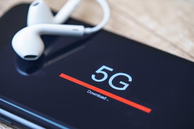 5g新世代の高速ワイヤレスインターネット接続。通信技術のコンセプト。