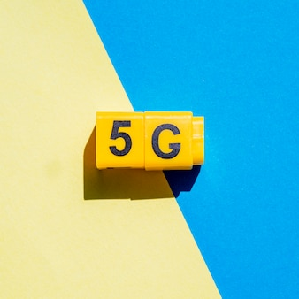 5g snap cubes on two-color background