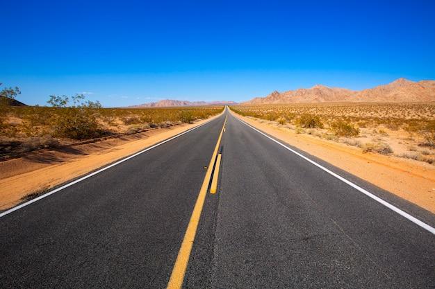 アメリカ合衆国カリフォルニア州のルート66でモハーベ砂漠