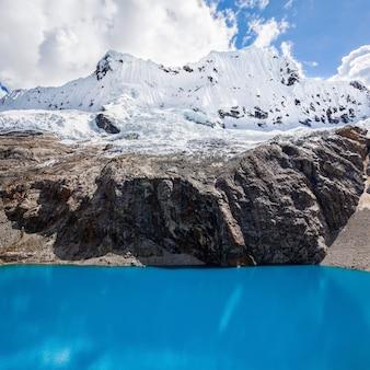 Озеро лагуна 69 и гора чакрараху