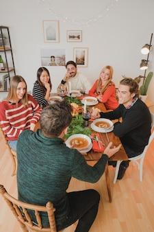 6人の友人とクリスマスディナー