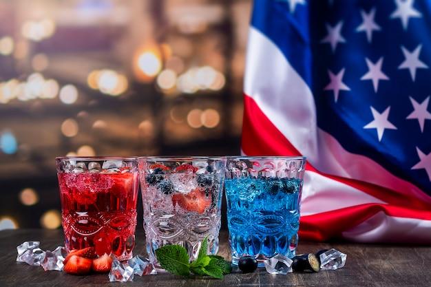 7月4日のお祝いのための飲み物