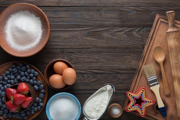 7月4日、ささいなこと、フラグ、フルーツのタルト、ベリーのささいなレシピ、イチゴのぬいぐるみ、クールなホイップ、パウンドケーキ、デザートのレシピ