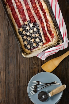 イチゴとブルーベリーのアメリカ国旗とパイ。 7月4日。アメリカ独立記念日