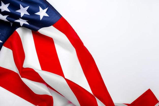 ホワイトスペースの米国旗。アメリカ。コンセプト記念日、独立記念日、7月4日。フラット横たわっていた、トップビュー。