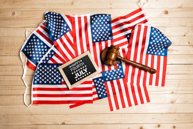 7月4日の幸せな米国旗