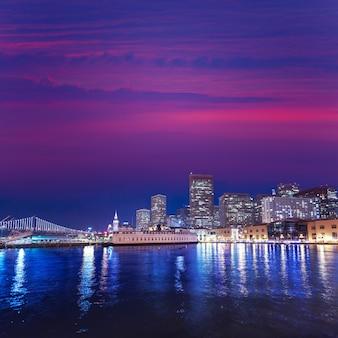 カリフォルニアの桟橋7からサンフランシスコの夕焼け