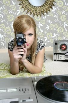 スーパー8 mmカメラレトロ女性ヴィンテージルーム