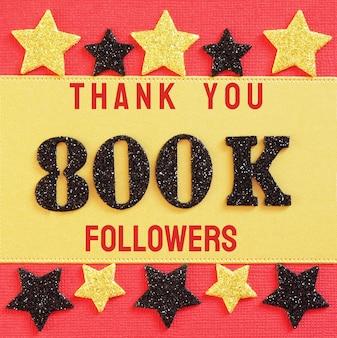 800k、800000人のフォロワーに感謝します。赤と金に黒の光沢のある数字のメッセージ