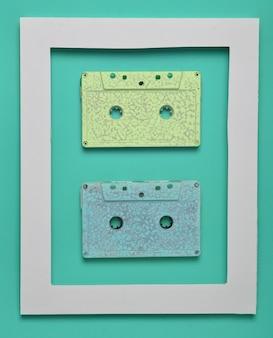 Аудиокассеты 80-х годов в белой рамке на зеленом цвете