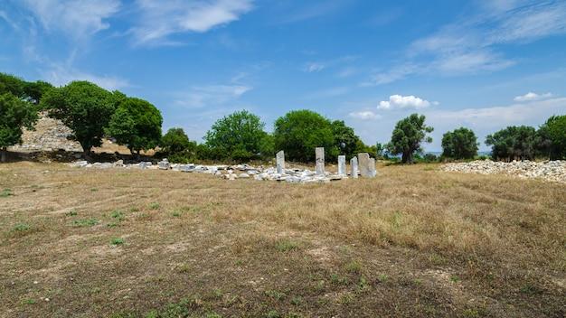 テオスの古代都市の遺跡。シガシク、トルコ、イズミルのセフェリヒサール。クシャダスの北80km、イズミルの南西60kmに位置しています。