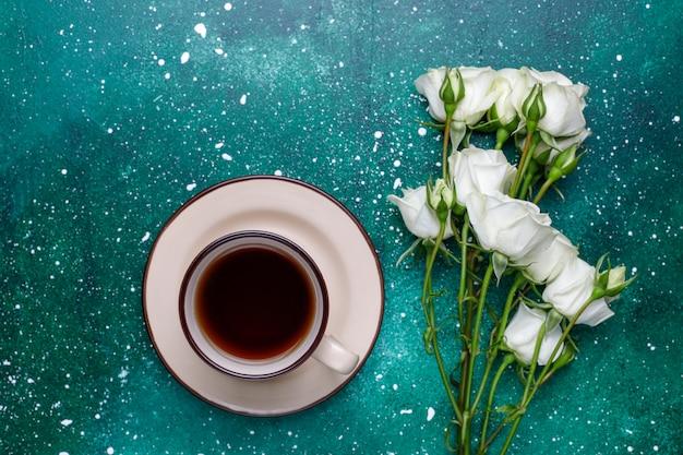 8 марта женский день открытка с белыми цветами, конфетами и чашкой чая