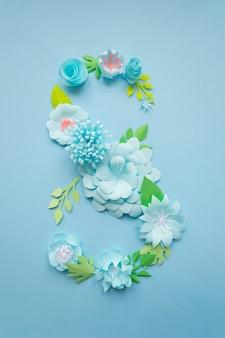 8 марта женский день открытка с синими бумажными цветами