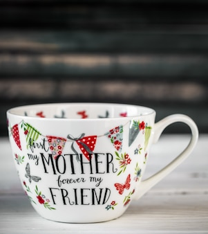 Красивая большая чашка на день матери и 8 марта