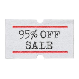Скидка 95%, напечатанная шрифтом пишущей машинки на изолированной наклейке с ценником