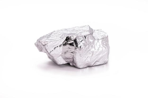 흰색 배경, 금속 및 금속 합금에 격리된 99.995% 미세 인듐