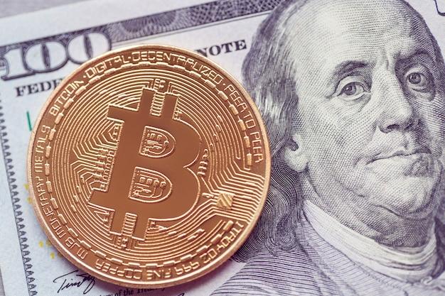 Золотая биткойн лежит на сто долларов