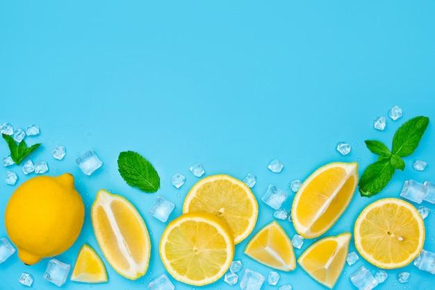 氷と青のミントとレモンスライス