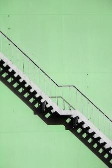 Крутая лестница на фабрике