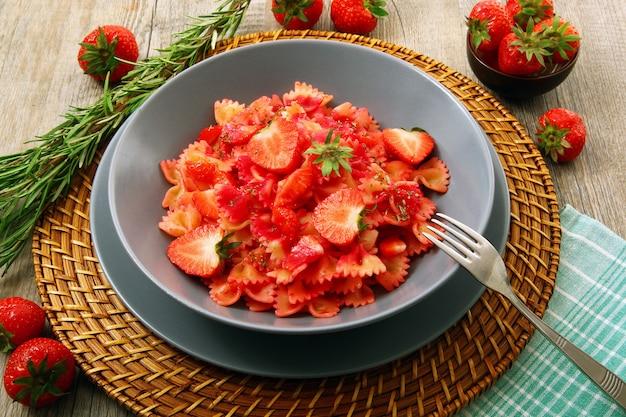 Итальянская паста с клубникой