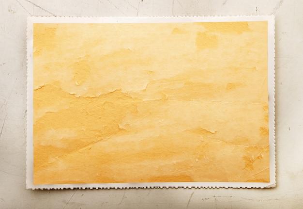 書き込むための空のスペースを持つヴィンテージのカード