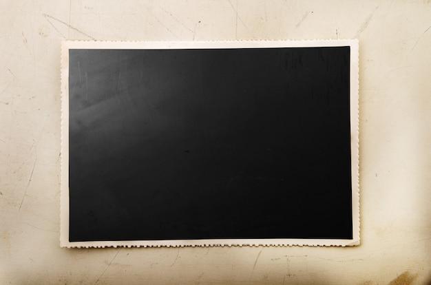 黒いスペースを持つ古いビンテージカード