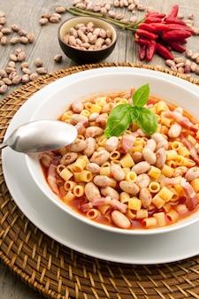 Итальянская паста с фасолью
