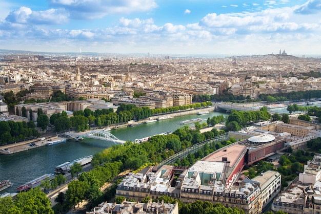 エッフェル塔からのパリの眺め