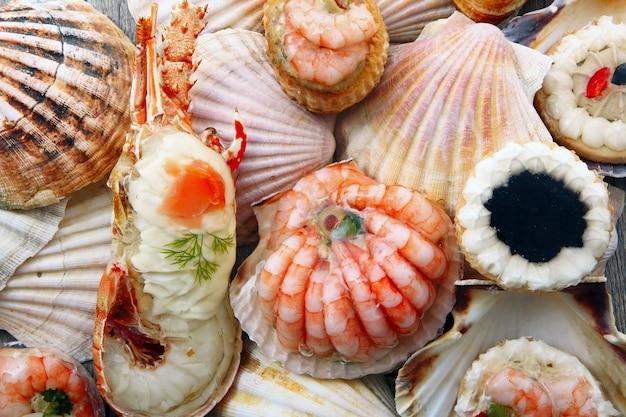 Вкусные свежие блюда из моллюсков
