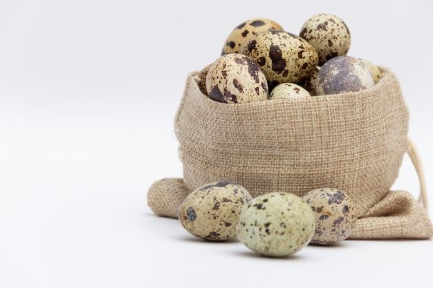 ファブリックホルダーにウズラの卵
