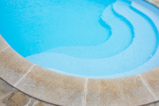 Голубой бассейн