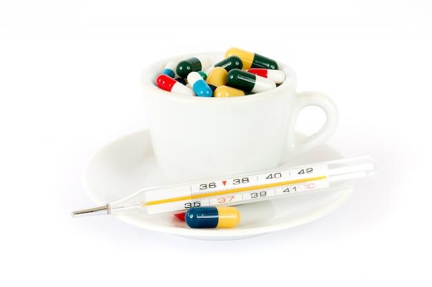 さまざまな薬と一緒に朝食