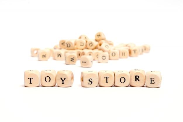 白い背景のおもちゃの店にサイコロと言葉