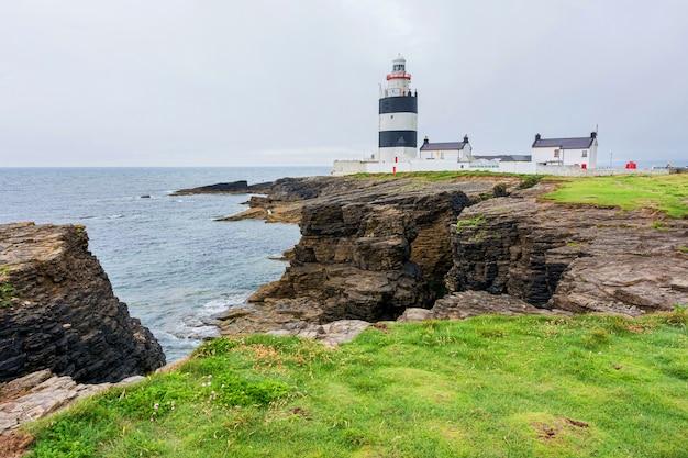 Пейзажи ирландии. маяк хук-хед