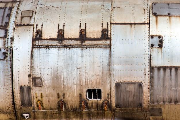 古い金属製の航空機の皮の質感