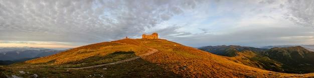 カルパティア山脈の古い展望台