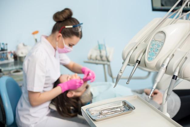 Профессиональные стоматологические инструменты